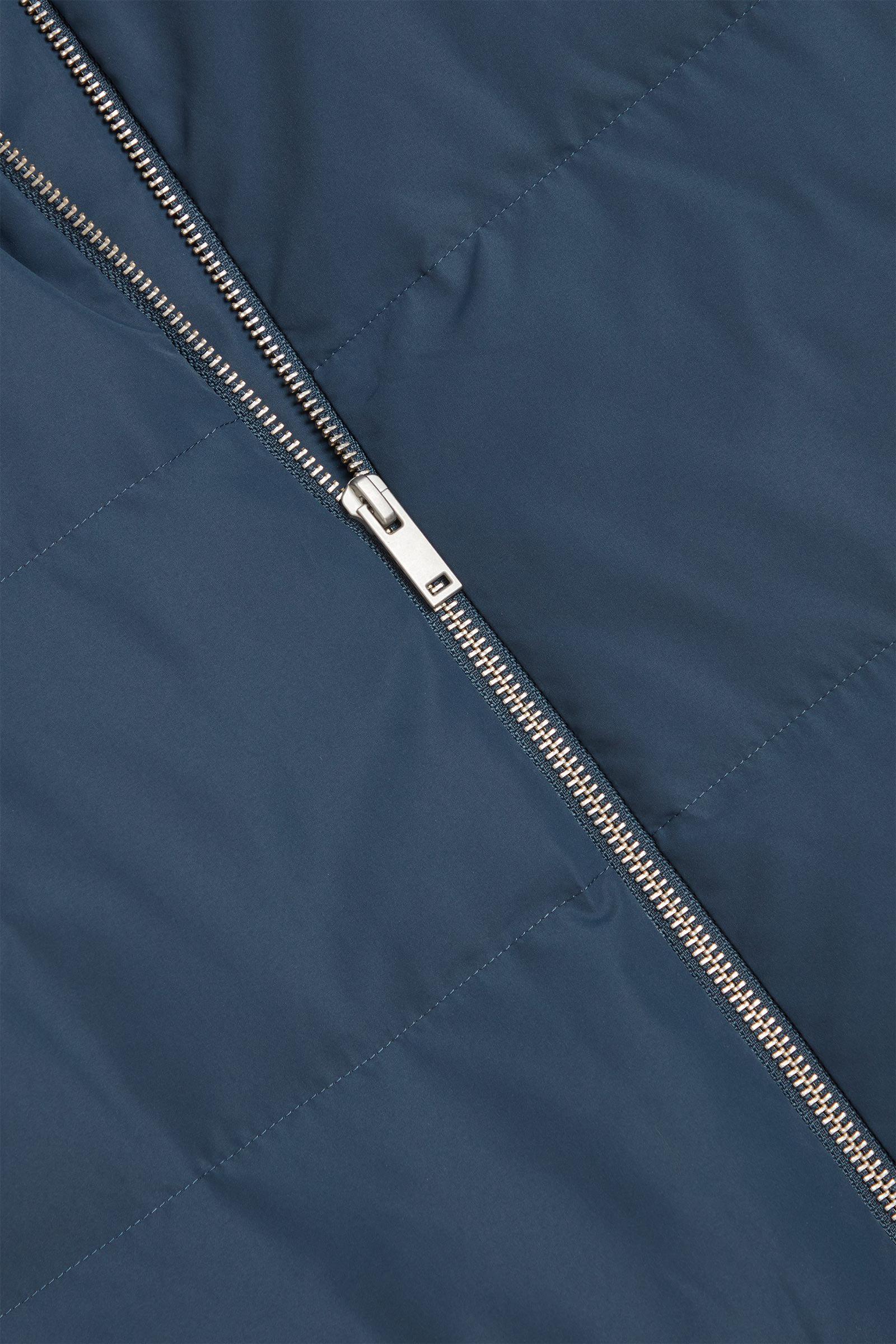 COS 롱 후디드 푸퍼 코트의 블루컬러 Detail입니다.