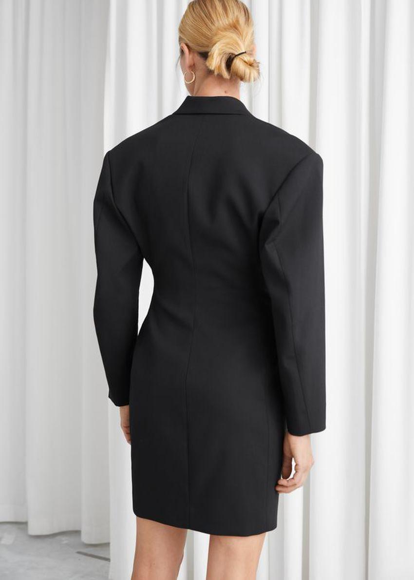 앤아더스토리즈 오버사이즈 아우어글래스 블레이저 미니 드레스의 블랙컬러 ECOMLook입니다.