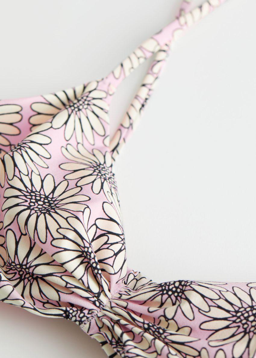 앤아더스토리즈 개더드 트라이앵글 비키니 탑의 핑크 플로럴컬러 Detail입니다.