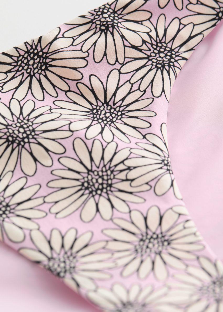 앤아더스토리즈 비키니 브리프의 핑크 플로럴컬러 Detail입니다.