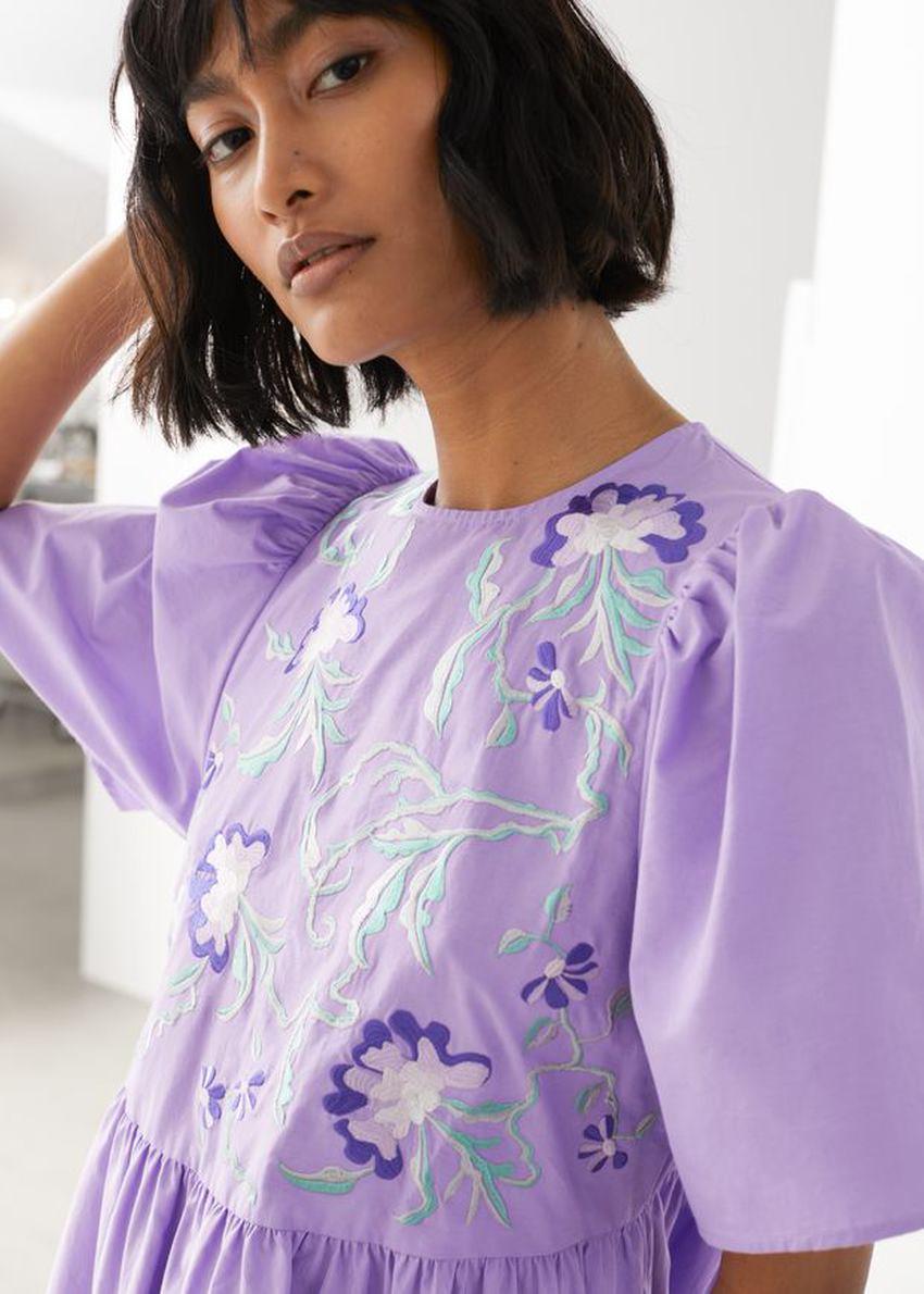 앤아더스토리즈 볼류미너스 엠브로이더리 미니 드레스의 퍼플컬러 ECOMLook입니다.