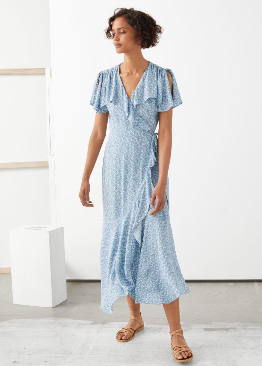 앤아더스토리즈 에이시메트릭 랩 미디 드레스의 블루 플로럴컬러 ECOMLook입니다.