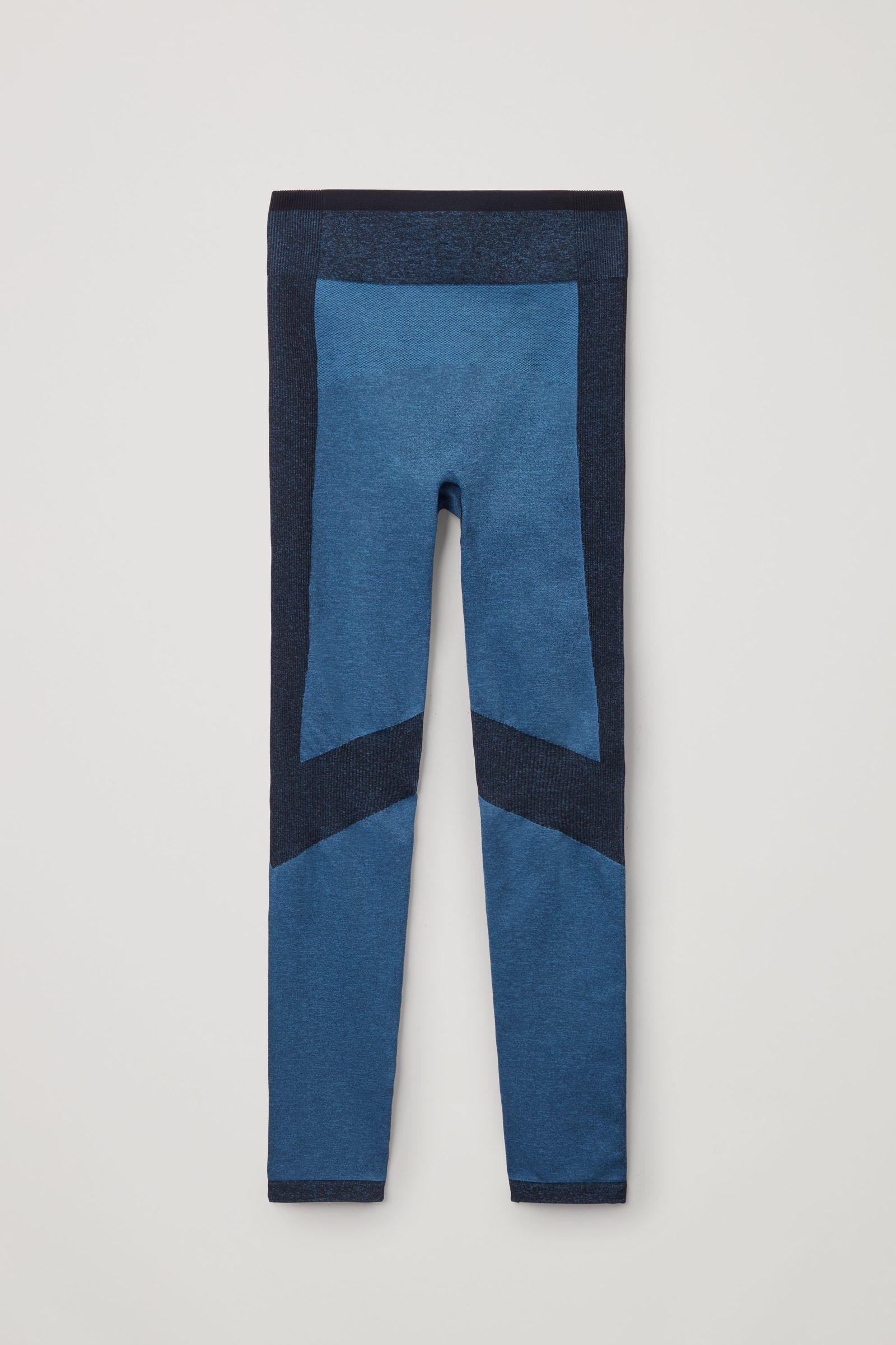 COS 심리스 퍼포먼스 레깅스의 블루 / 네이비컬러 Product입니다.