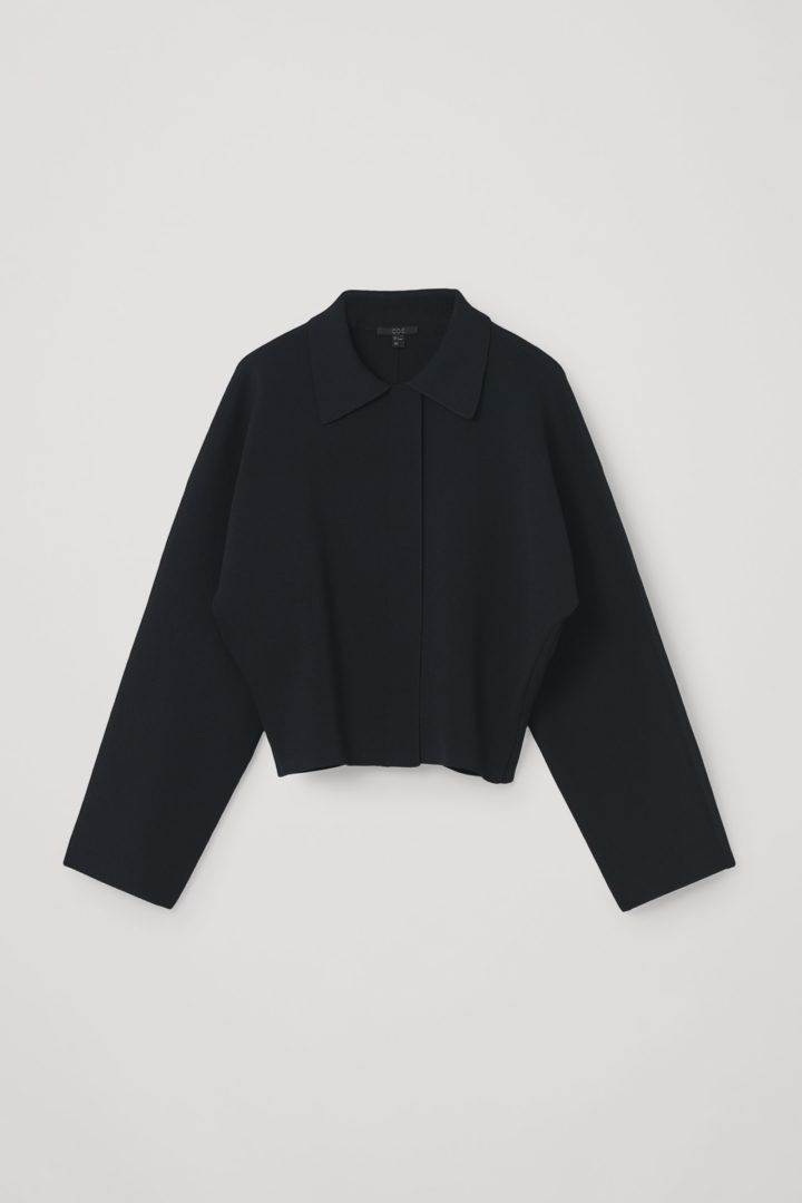 COS hover image 12 of 블랙 in 니티드 크롭트 재킷