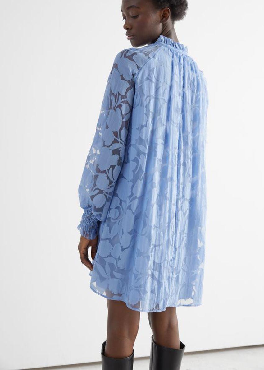 앤아더스토리즈 릴렉스드 A 라인 벌룬 슬리브 미니 드레스의 블루 프린트컬러 ECOMLook입니다.