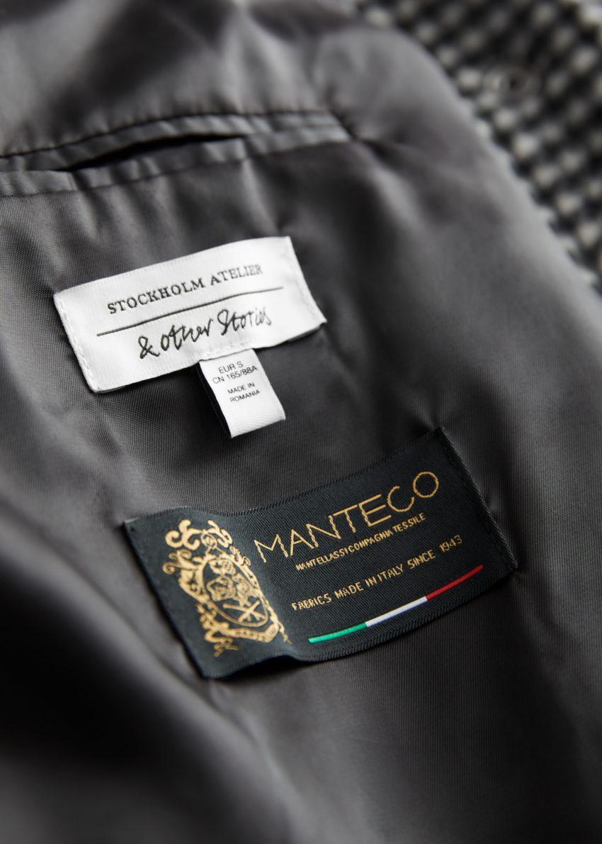 앤아더스토리즈 오버사이즈 셔츠 재킷의 블랙 체크컬러 Detail입니다.