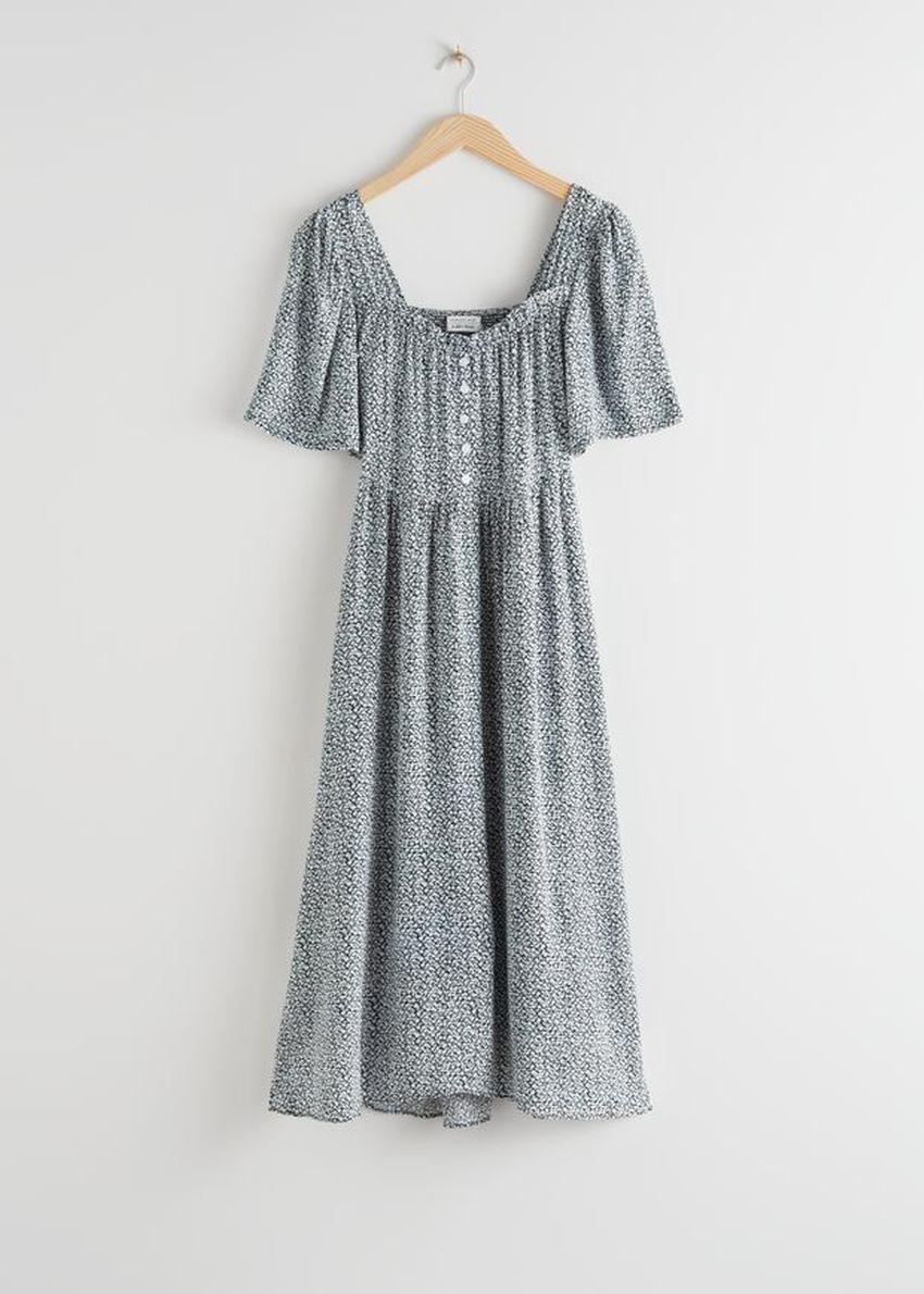 앤아더스토리즈 스모크 크레이프 맥시 드레스의 블랙 프린트컬러 Product입니다.