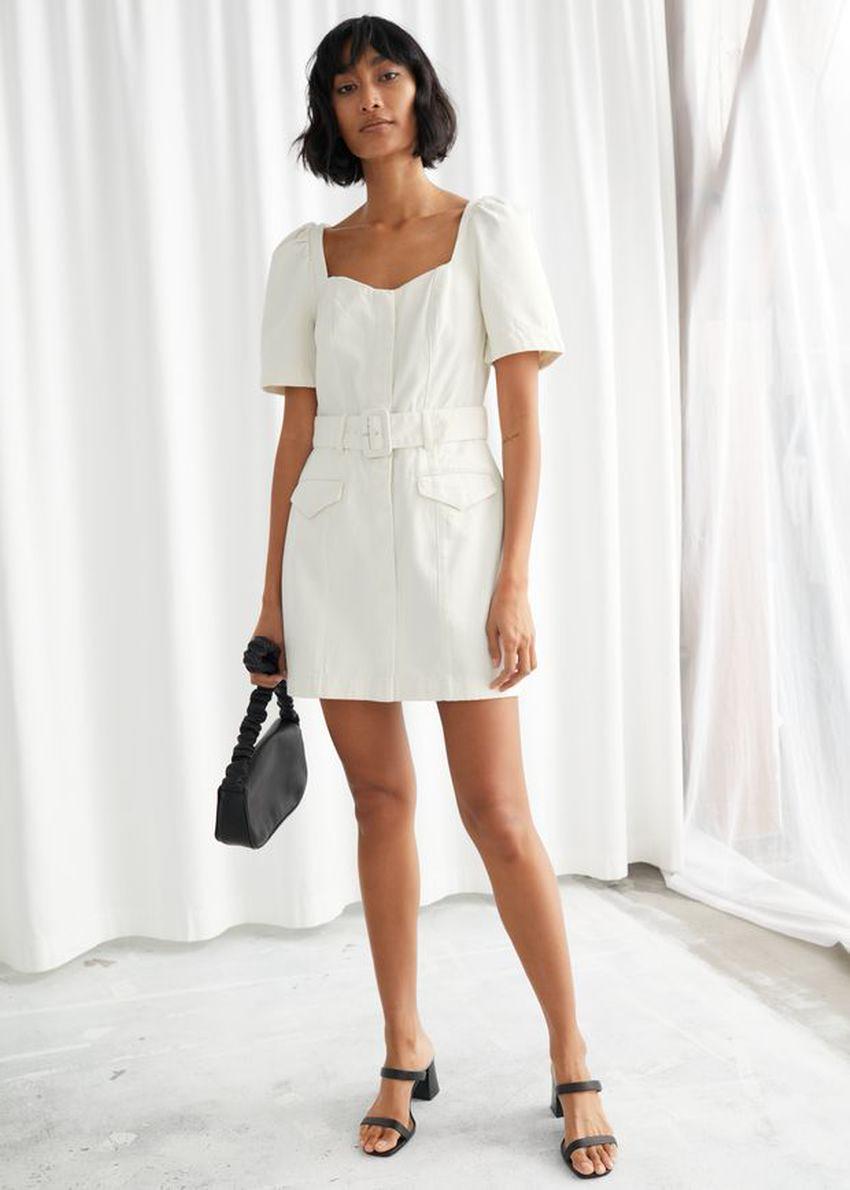 앤아더스토리즈 벨티드 스윗하트 네크라인 미니 드레스의 화이트컬러 ECOMLook입니다.