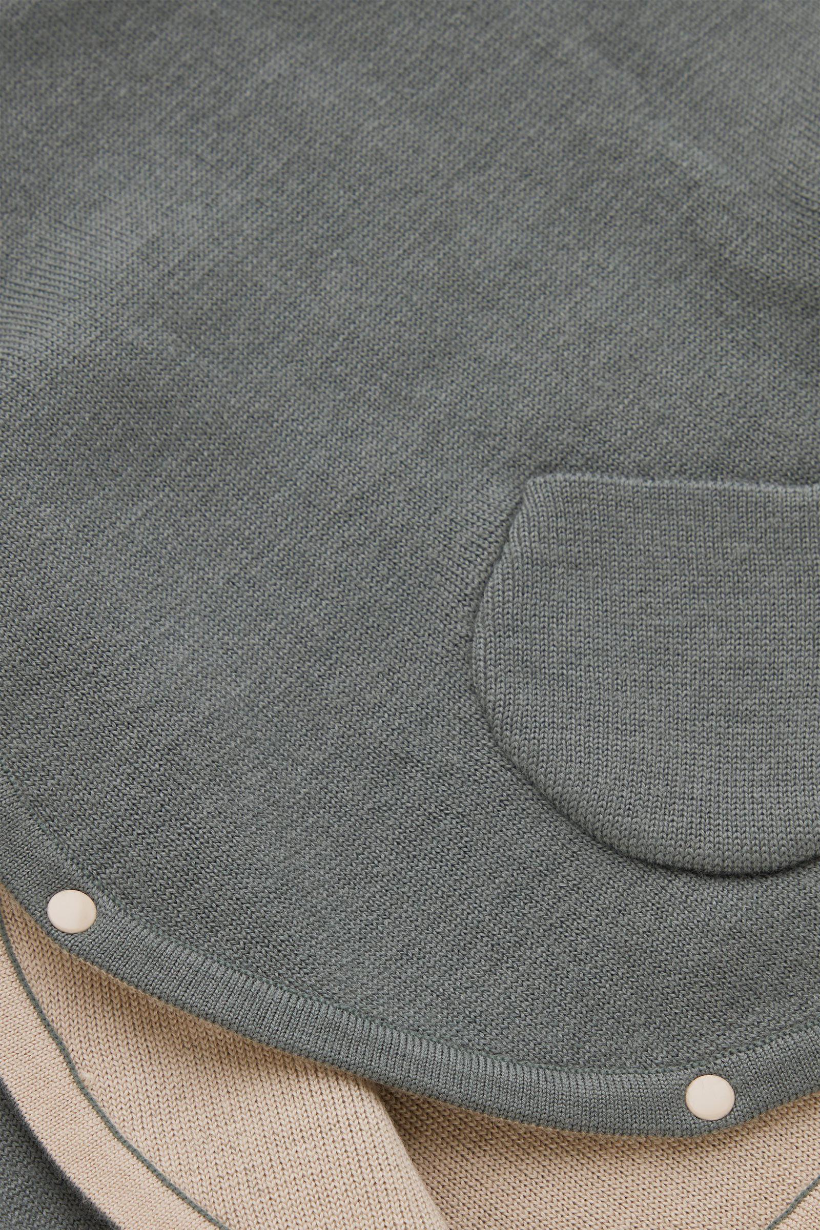 COS 울 니티드 가디건의 그린 / 베이지컬러 Detail입니다.