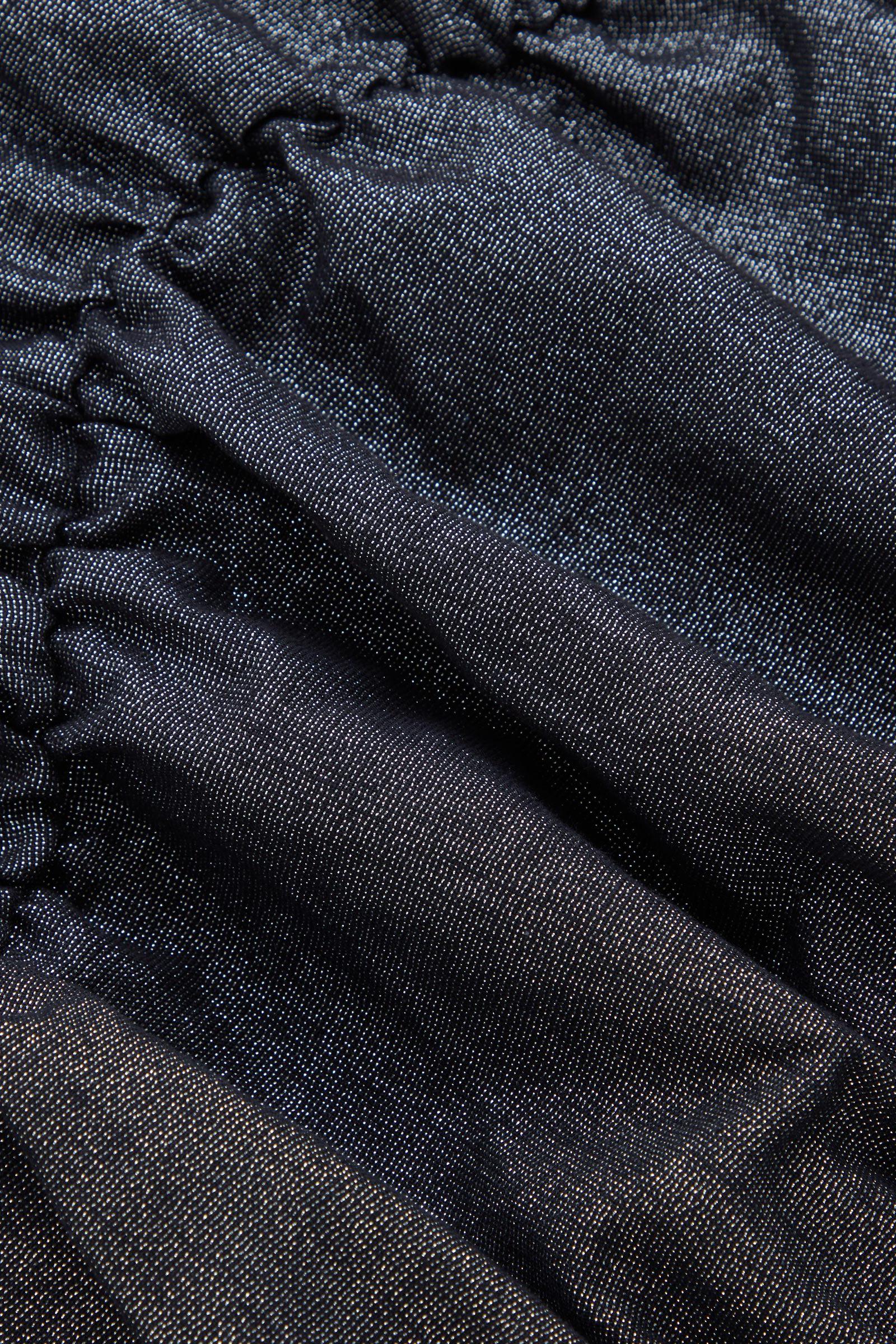 COS 개더드 루렉스 드레스의 블랙컬러 Detail입니다.