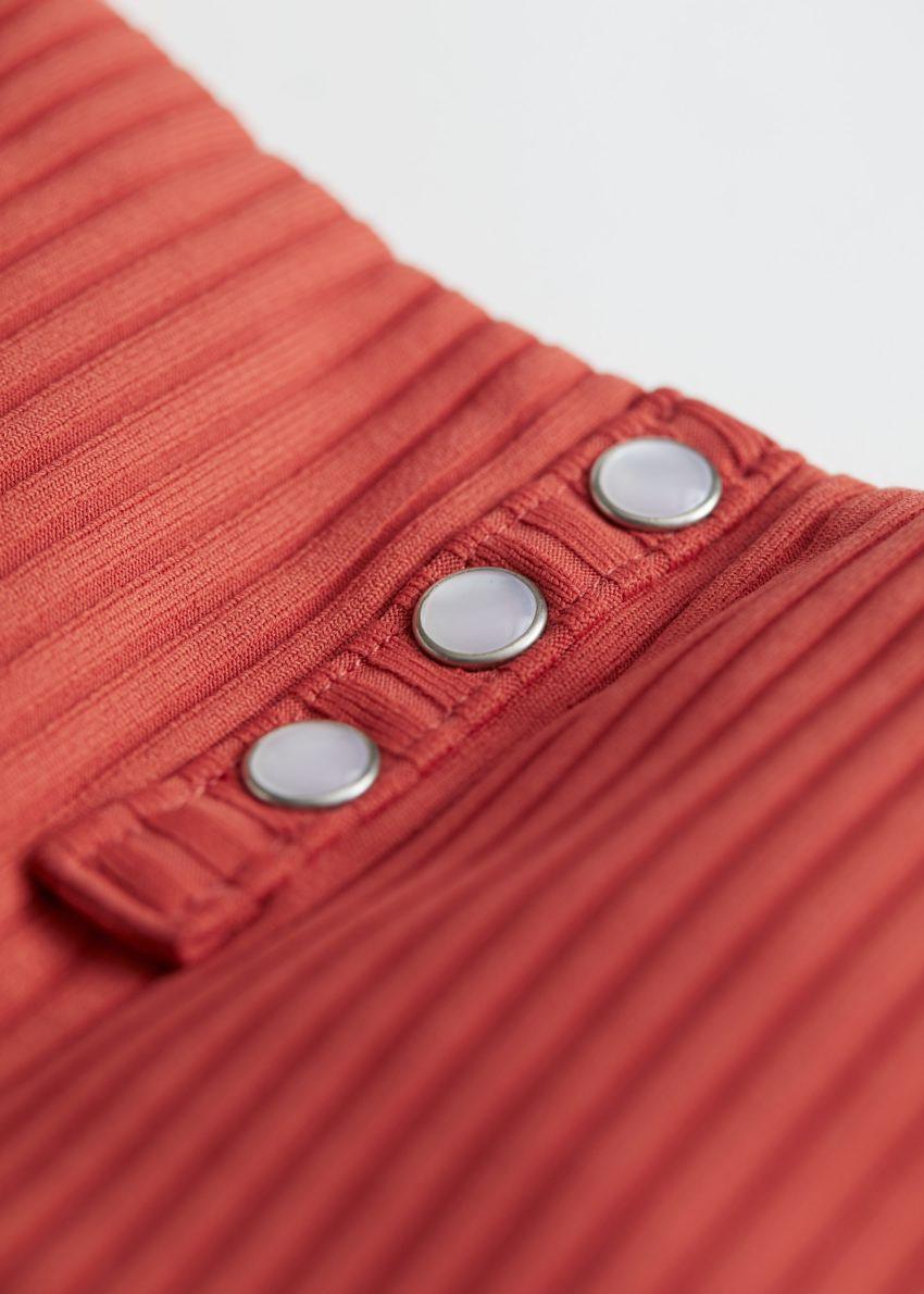 앤아더스토리즈 펄 버튼 립 비키니 탑의 오렌지컬러 Detail입니다.