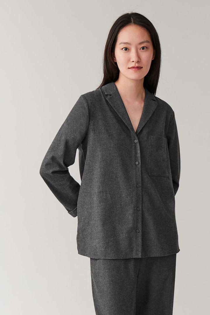 COS default image 3 of 그레이 in 코튼 파자마 셔츠