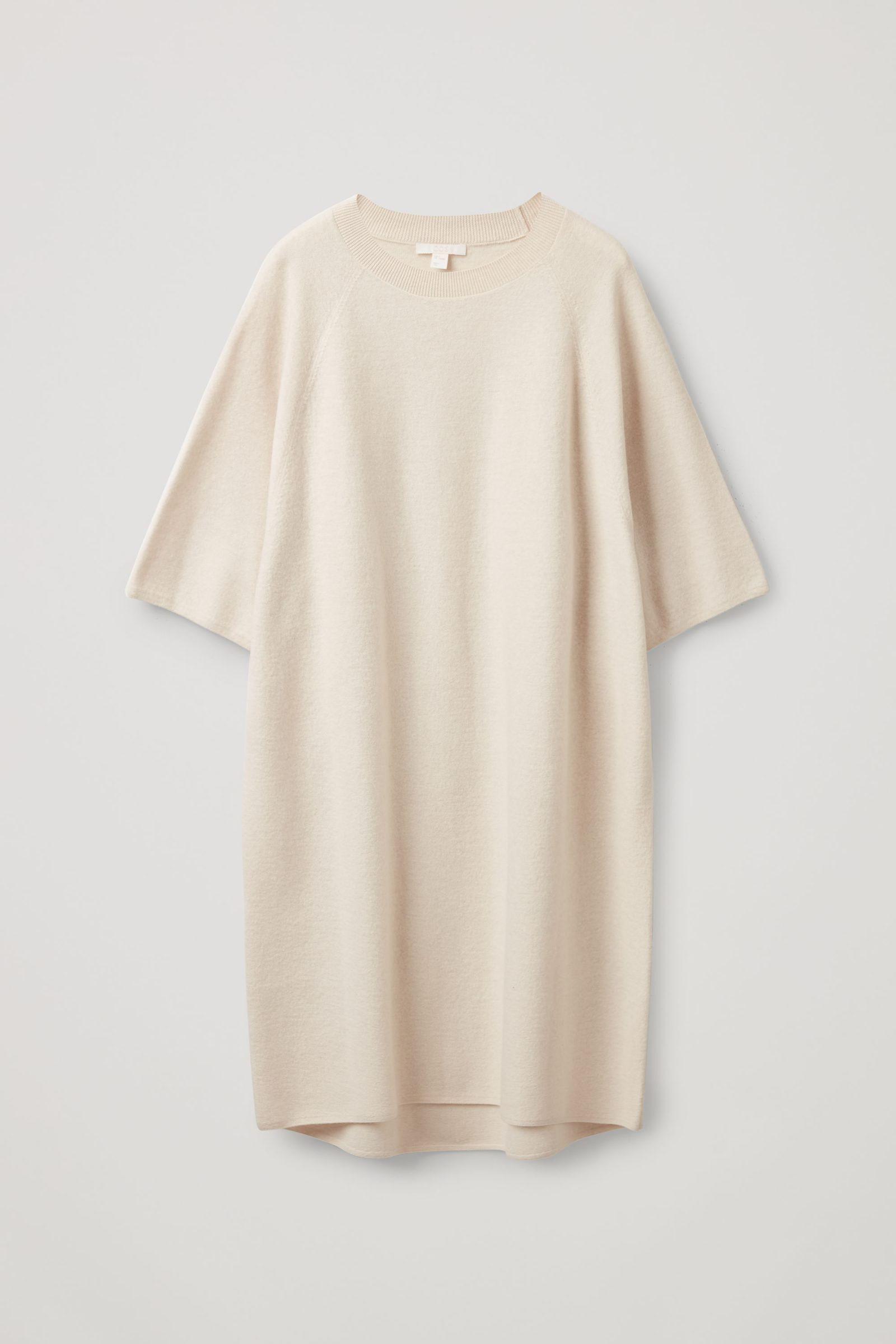 COS 오버사이즈 핏 울 티셔츠 드레스의 오프 화이트컬러 Product입니다.
