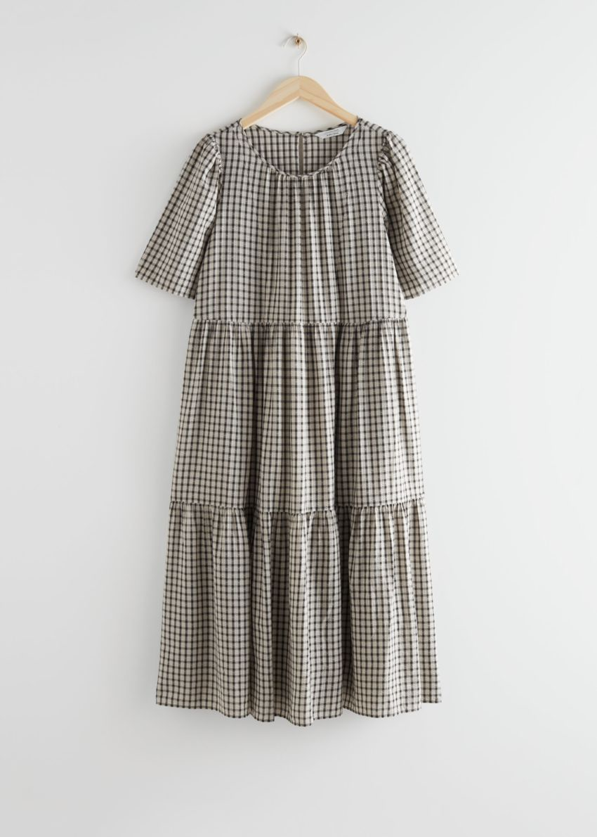 앤아더스토리즈 티어드 플러터 슬리브 미디 드레스의 화이트 체크컬러 Product입니다.