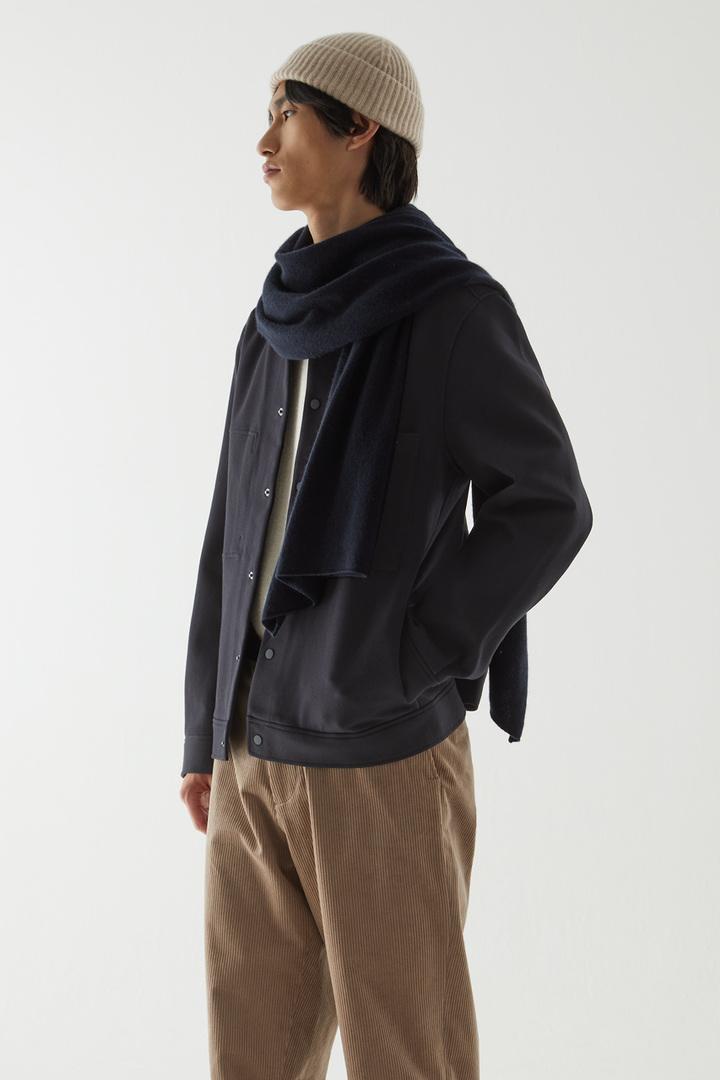 COS default image 4 of 블루 in 트윌 셔츠 재킷