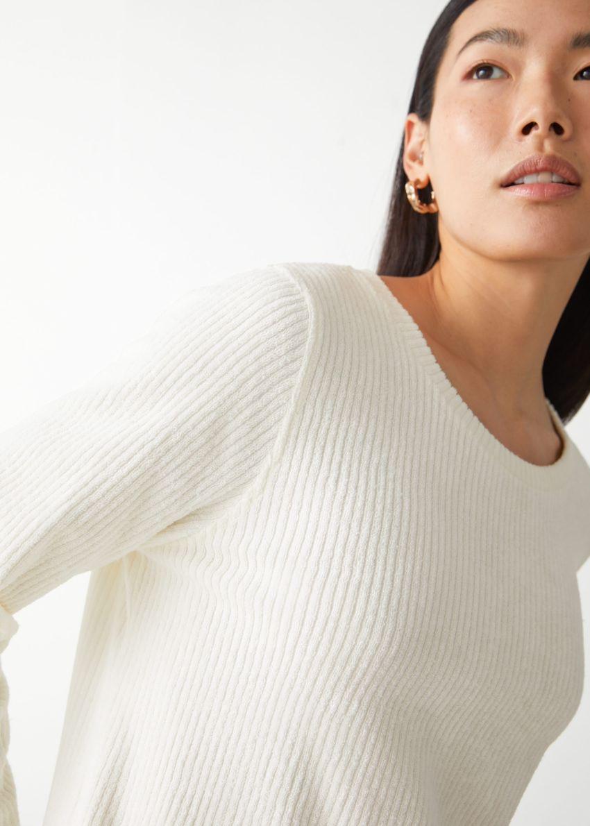 앤아더스토리즈 오버사이즈 립 미니 드레스의 화이트컬러 ECOMLook입니다.