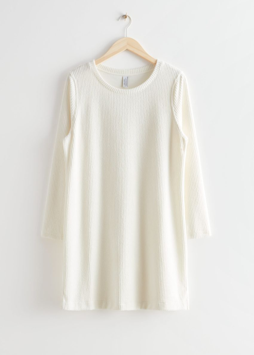 앤아더스토리즈 오버사이즈 립 미니 드레스의 화이트컬러 Product입니다.