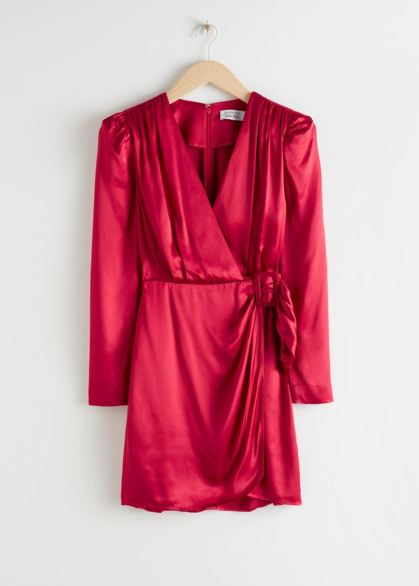 앤아더스토리즈 새틴 버클 타이 미니 랩 드레스의 레드컬러 Product입니다.