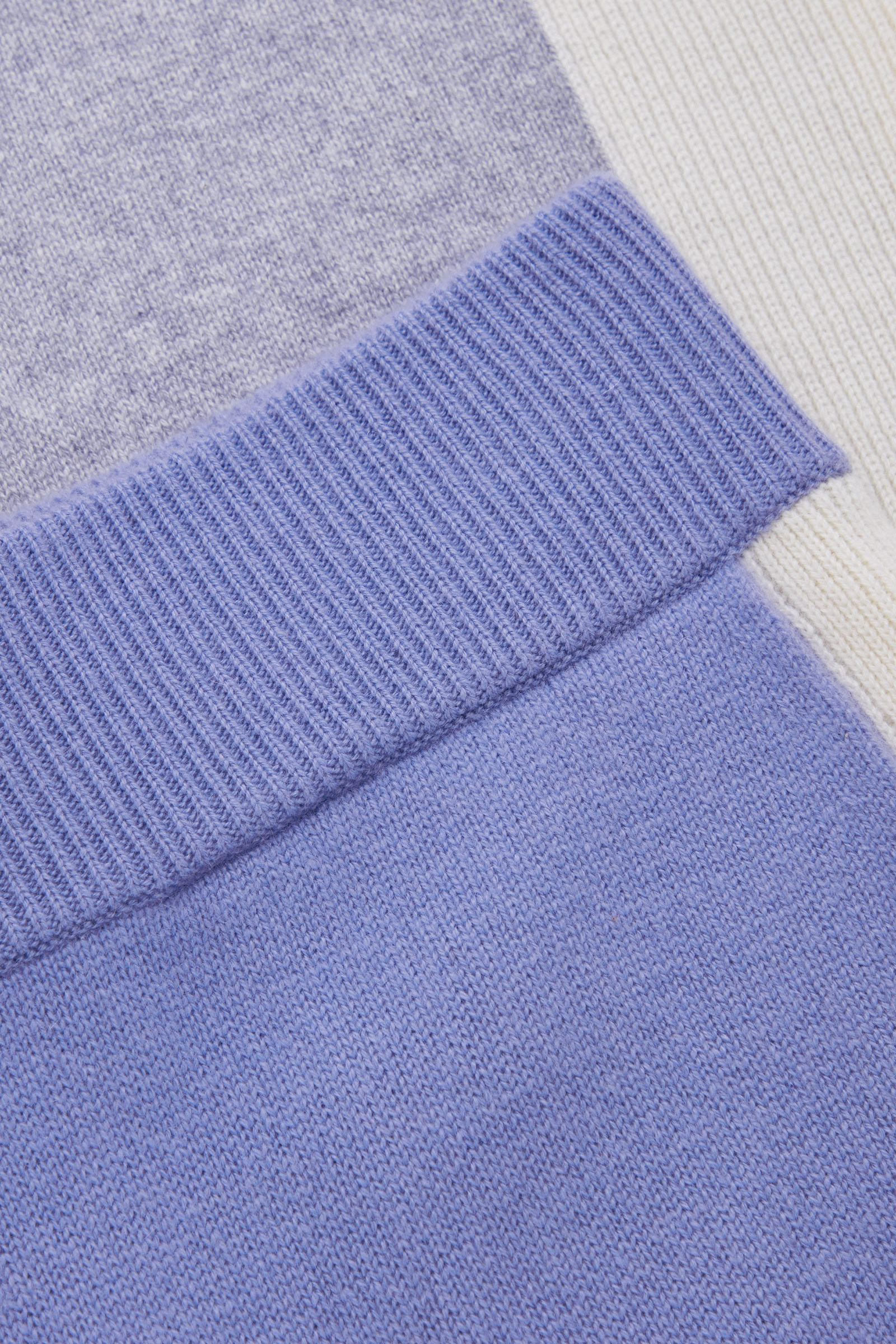 COS 컬러 블록 캐시미어 드로우스트링 트라우저의 블루컬러 Detail입니다.
