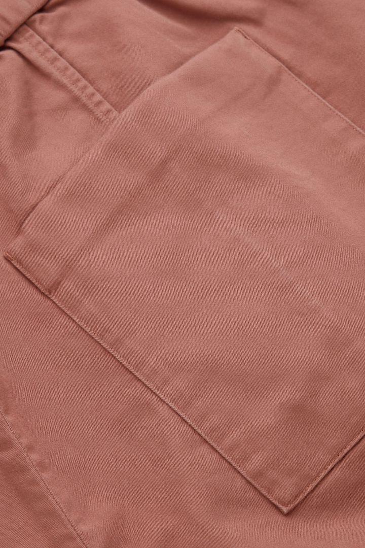 COS 드롭 크로치 코튼 트라우저의 핑크컬러 Detail입니다.