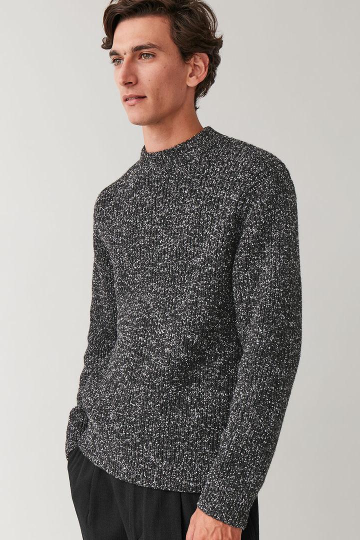 COS default image 9 of 블랙 in 스페클드 청키 니트 스웨터