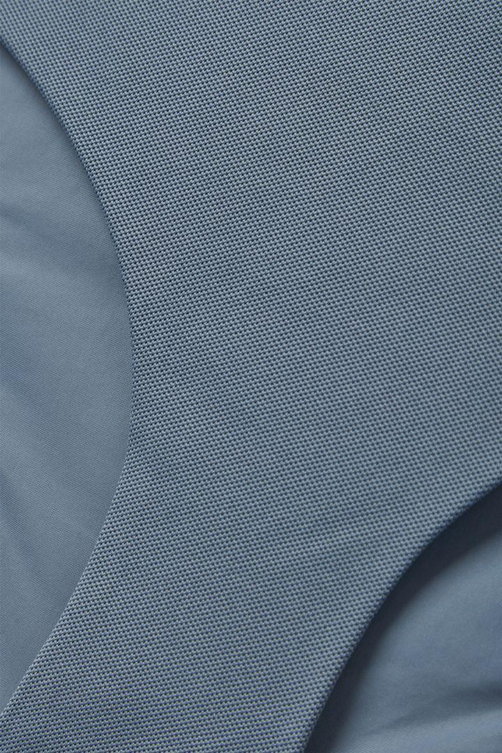 COS 피케 비키니 바텀의 스틸 블루컬러 Detail입니다.
