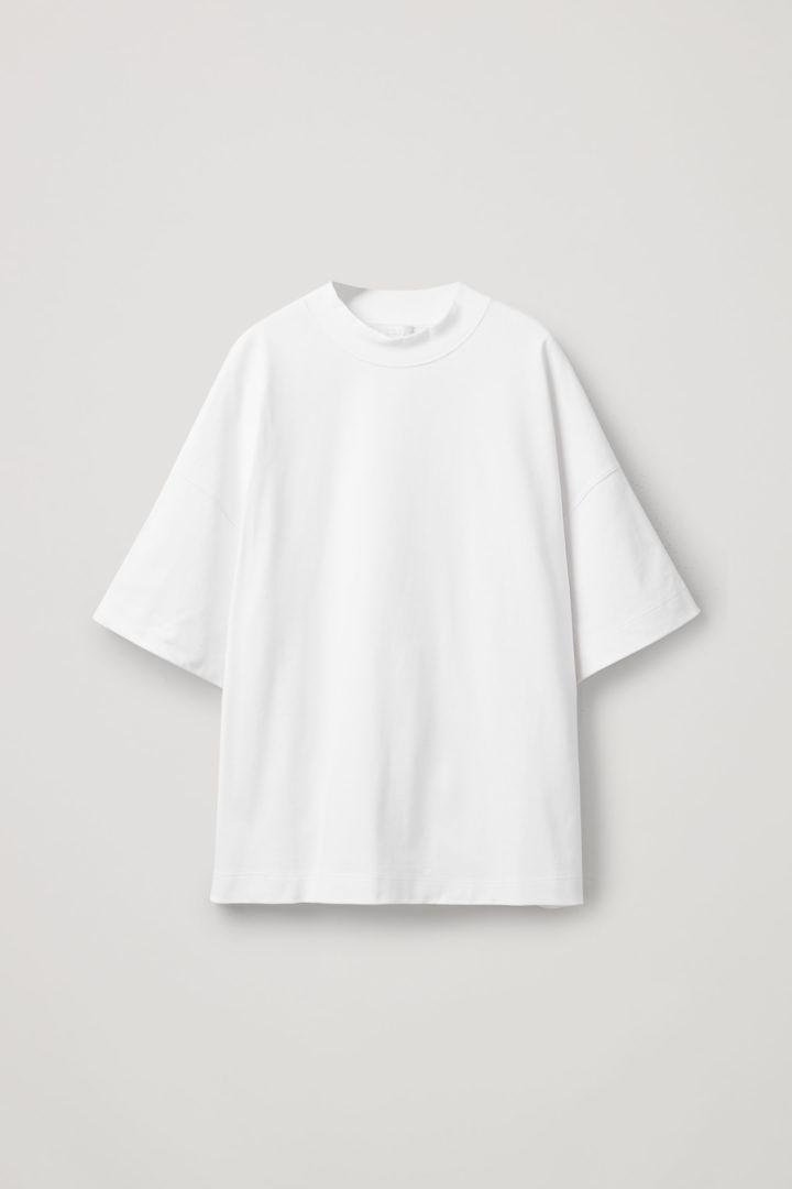 COS 숄더 드롭 티셔츠의 화이트컬러 Product입니다.