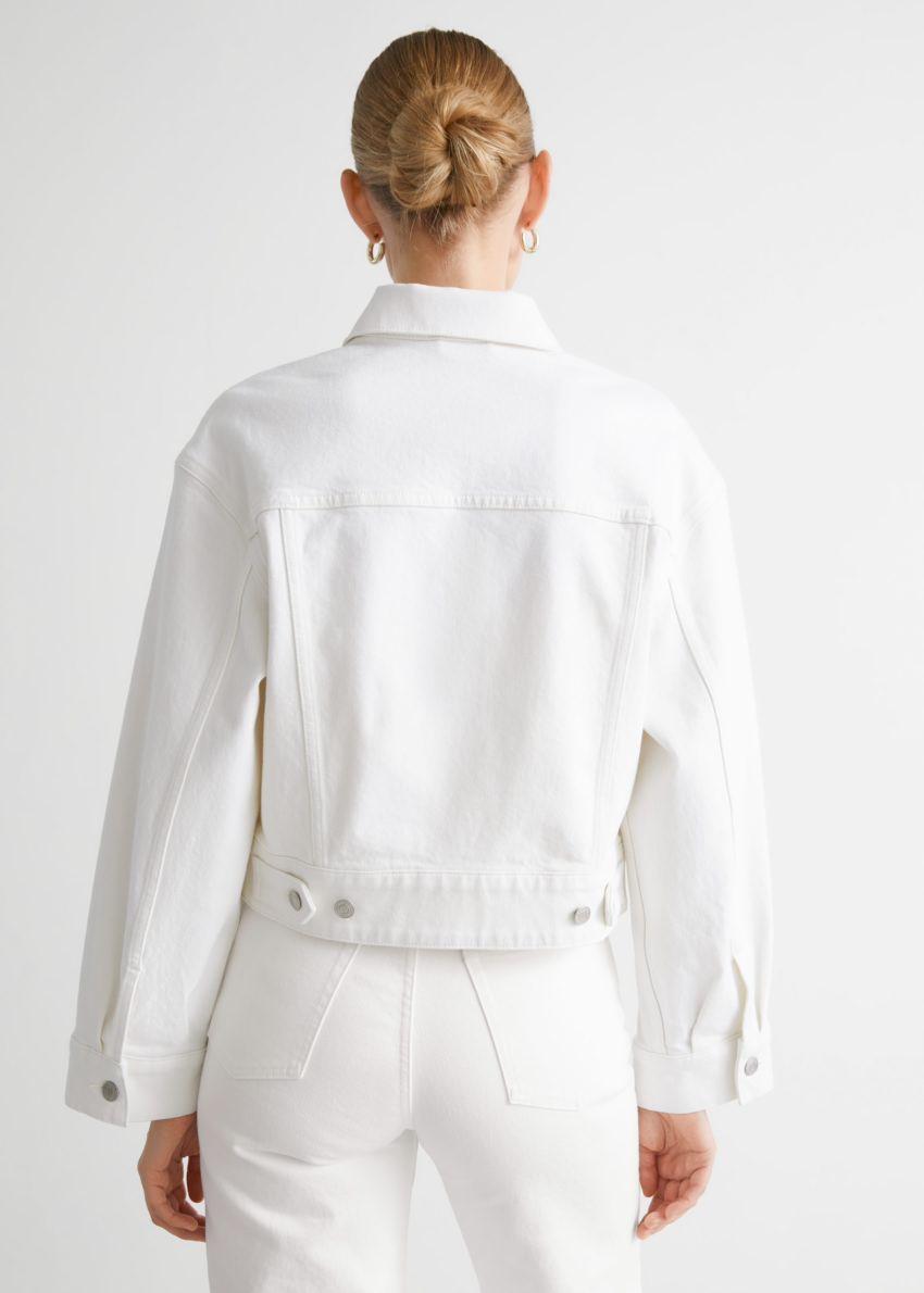 앤아더스토리즈 버튼 업 데님 재킷의 화이트컬러 ECOMLook입니다.