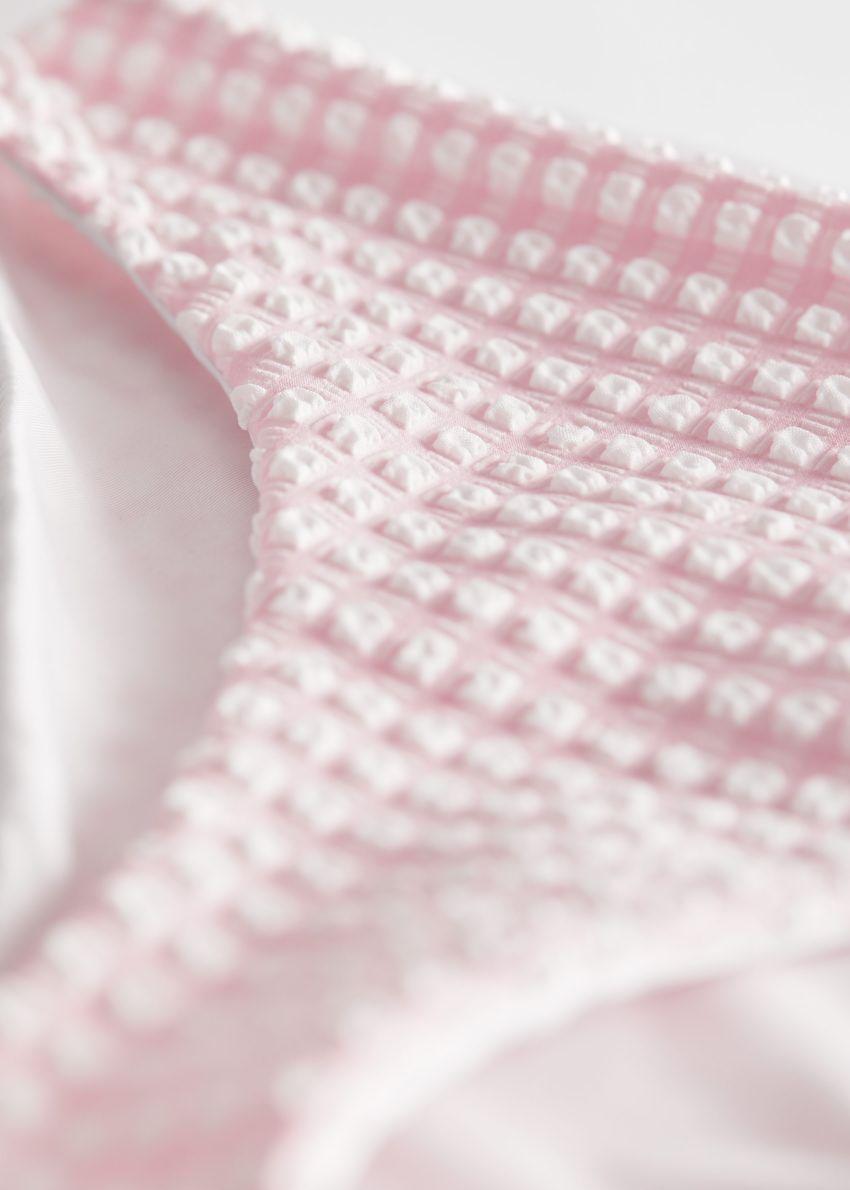앤아더스토리즈 시어서커 비키니 브리프의 핑크 체크컬러 Detail입니다.