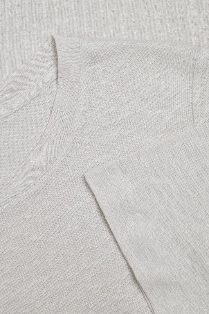 COS 리넨 티셔츠의 브라운컬러 Detail입니다.