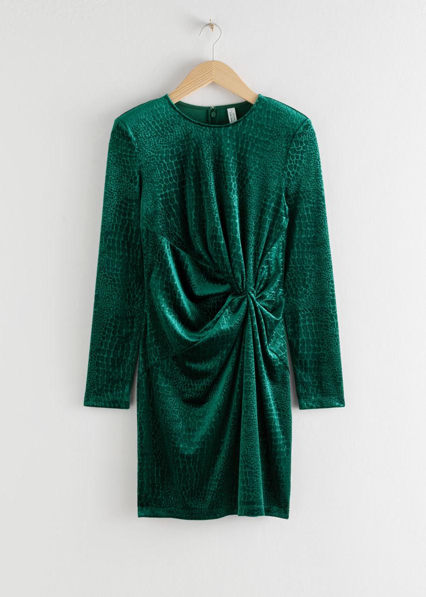 앤아더스토리즈 글리터 벨루어 미니 드레스의 다크 그린컬러 Product입니다.