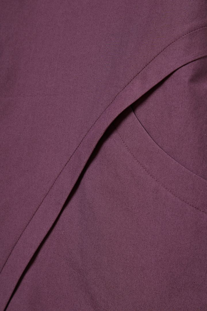 COS A라인 코튼 드레스의 퍼플컬러 Detail입니다.