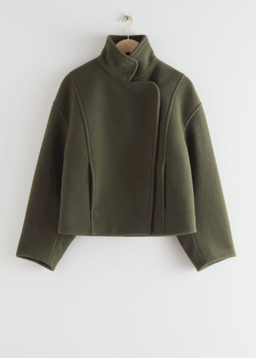 앤아더스토리즈 박시 크롭 하이 카라 재킷의 그린컬러 Product입니다.