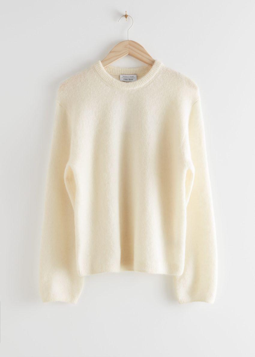 앤아더스토리즈 퍼지 울 블렌드 스웨터의 화이트컬러 Product입니다.