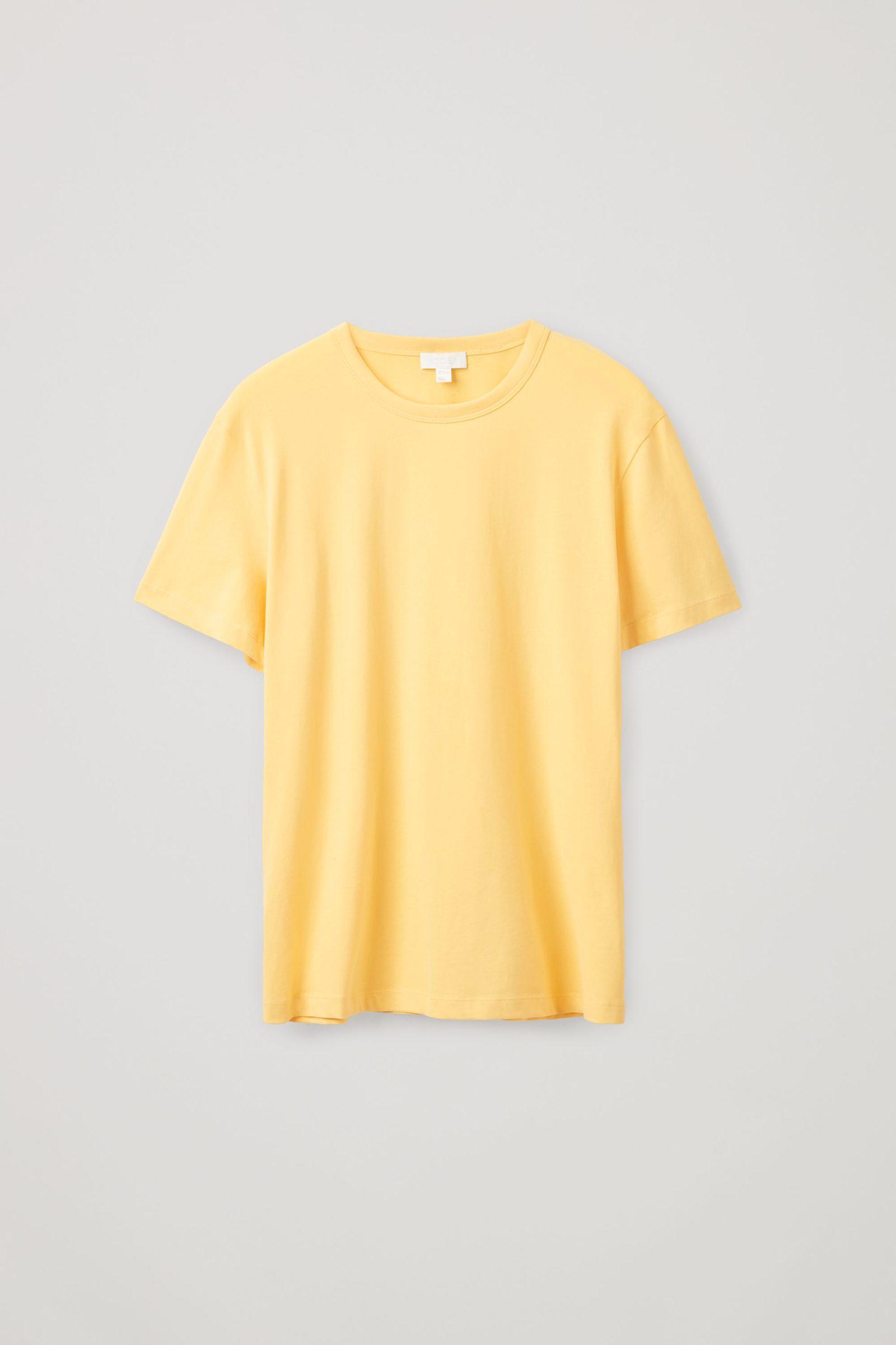 COS 브러쉬드 코튼 티셔츠의 옐로우컬러 Product입니다.