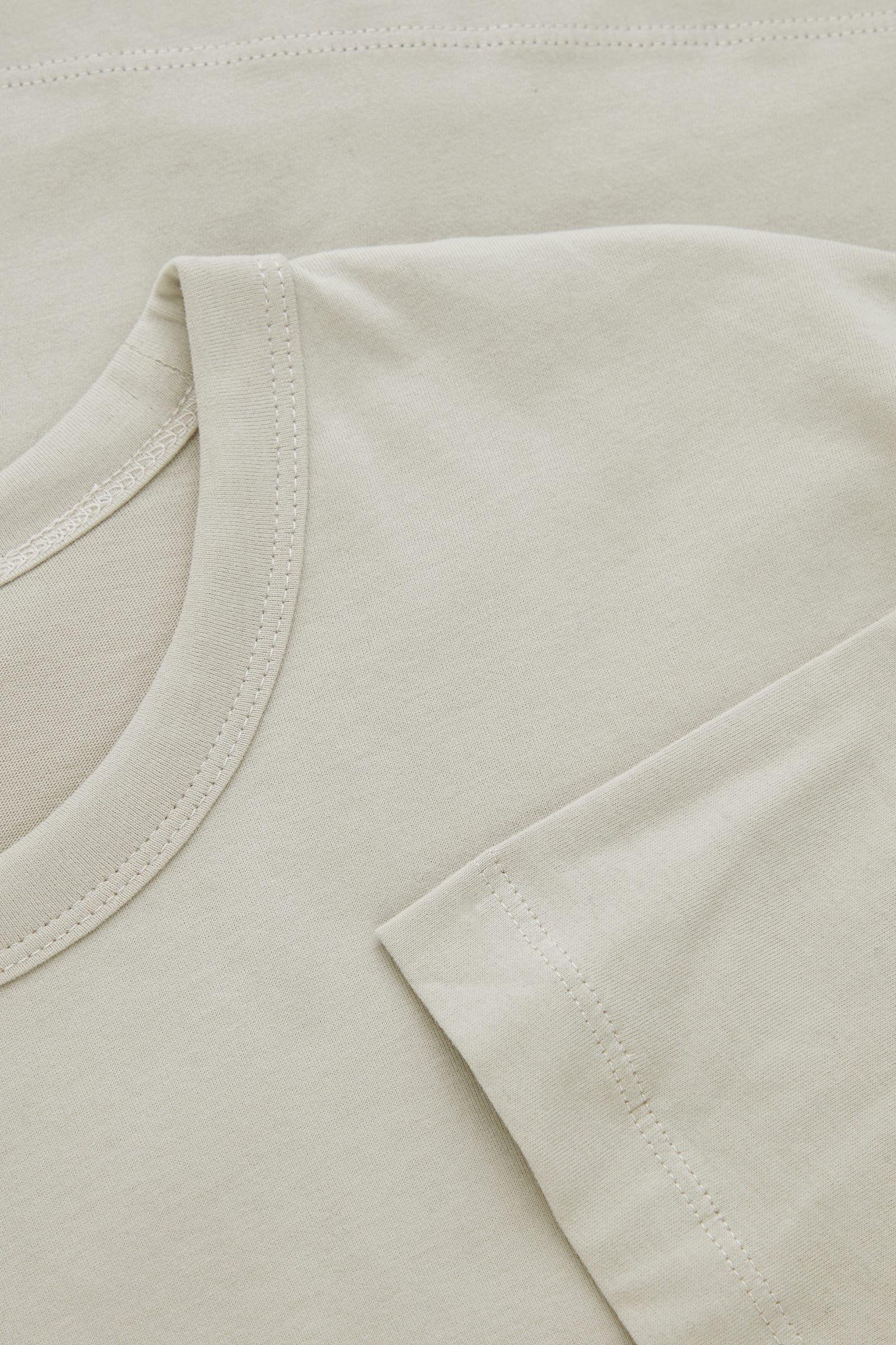 COS 브러쉬드 코튼 티셔츠의 그린컬러 Detail입니다.