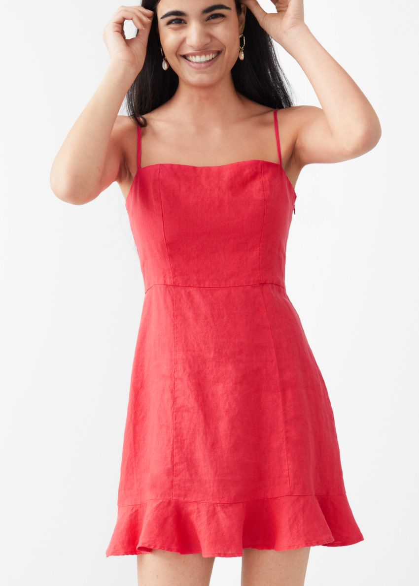 앤아더스토리즈 스파게티 스트랩 리넨 미니 드레스의 레드컬러 ECOMLook입니다.