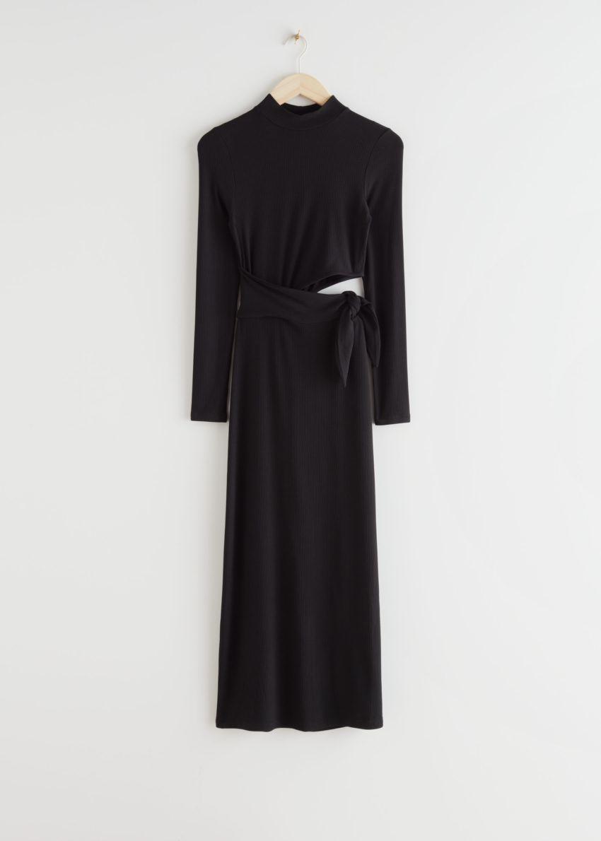 앤아더스토리즈 모크 넥 컷 아웃 미디 드레스의 블랙컬러 Product입니다.