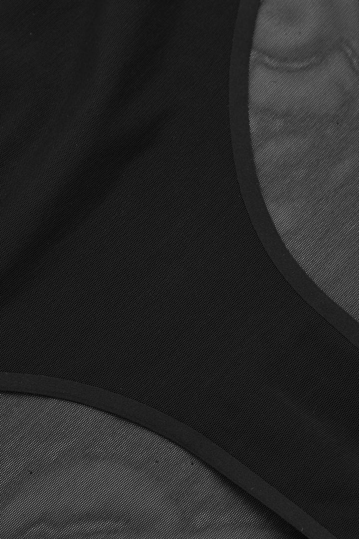 COS 리사이클 폴리아미드 브라질리언 브리프의 블랙컬러 Detail입니다.