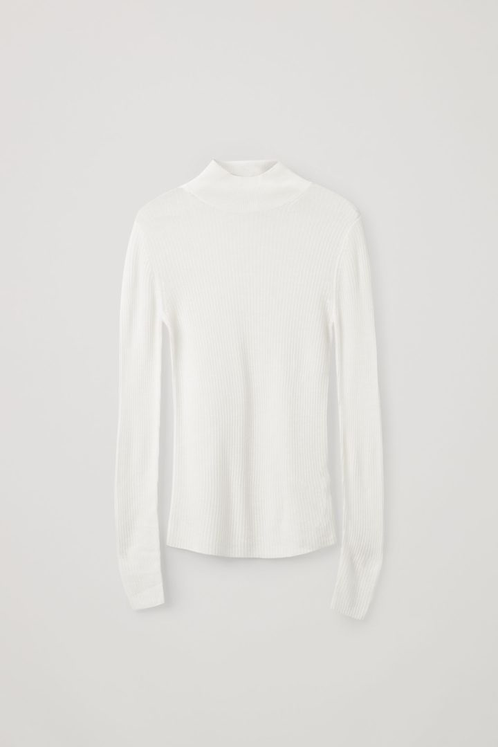 COS 심리스 캐시미어 롤넥 스웨터의 화이트컬러 Product입니다.