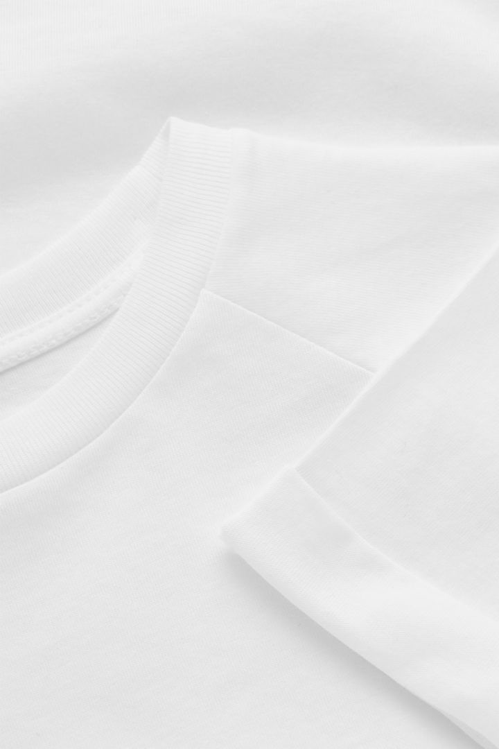 COS 오가닉 코튼 래글런 티셔츠의 화이트컬러 Detail입니다.