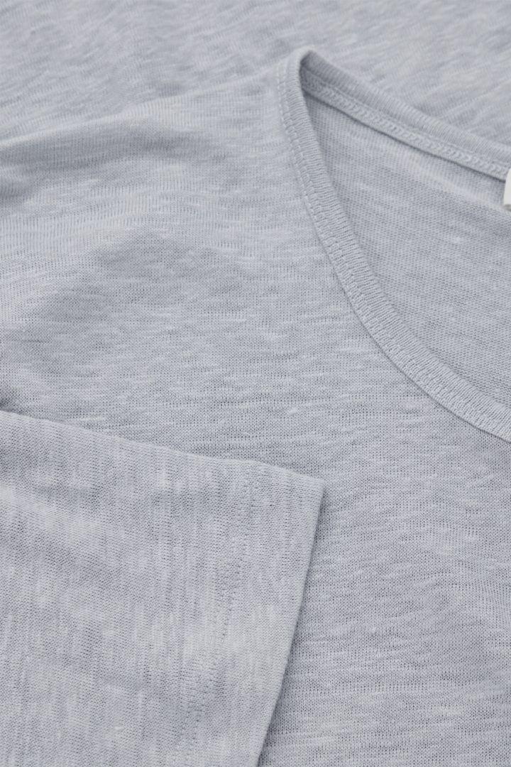 COS 쇼트 슬리브 리넨 티셔츠의 블루컬러 Detail입니다.