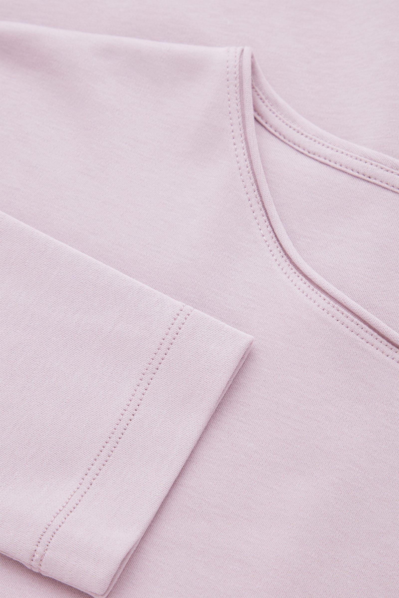COS 롱 슬리브 티셔츠의 라일락컬러 Detail입니다.