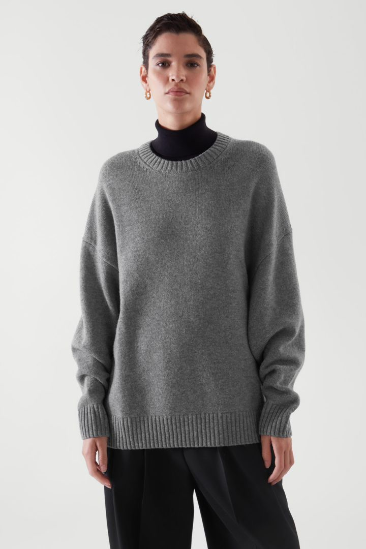COS default image 12 of 그레이 in 릴랙스드 핏 울 스웨터