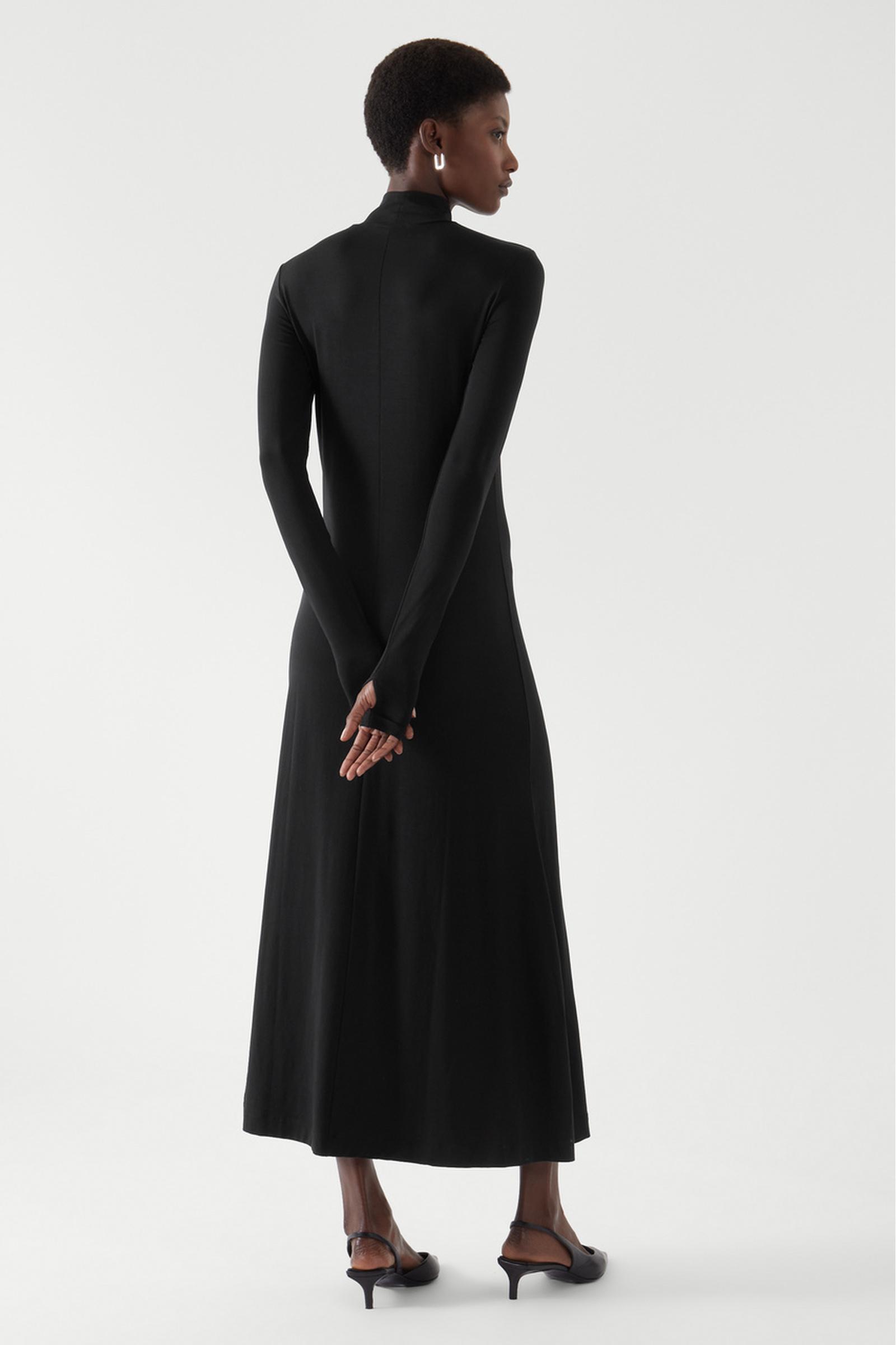 COS 롤넥 맥시 드레스의 블랙컬러 ECOMLook입니다.