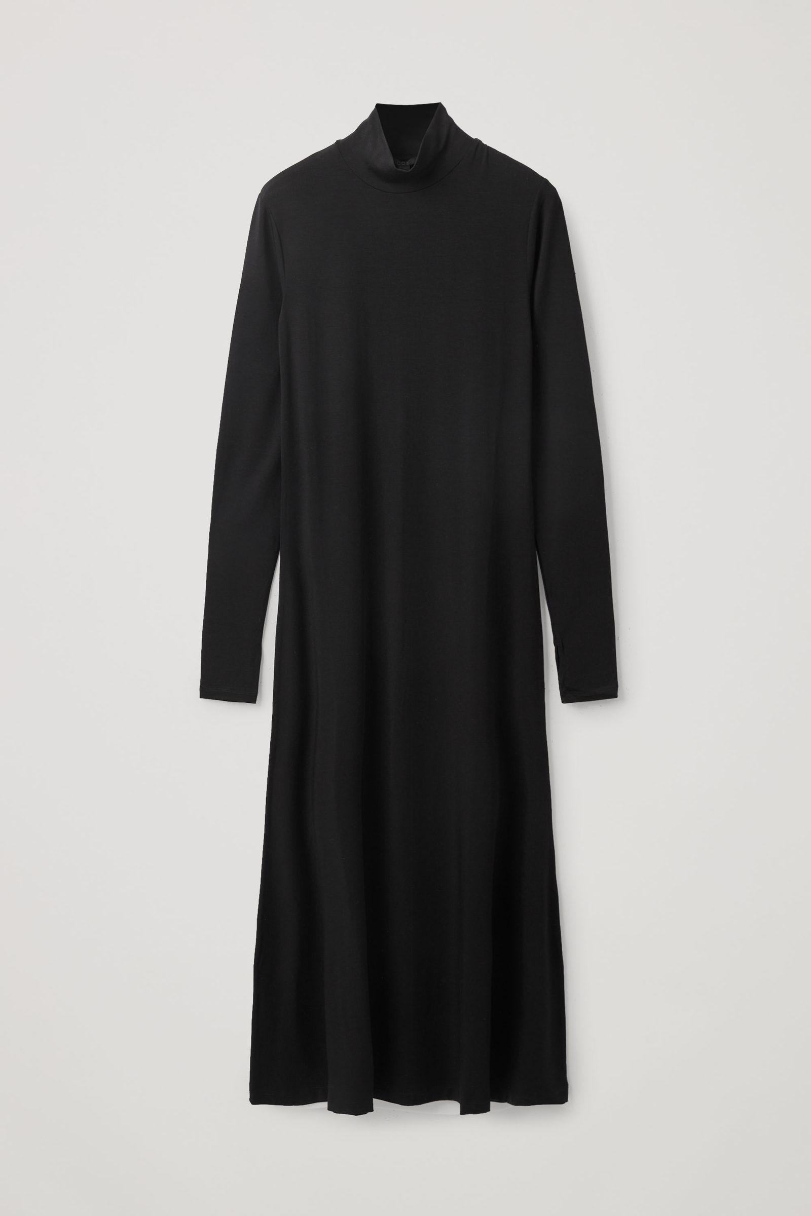COS 롤넥 맥시 드레스의 블랙컬러 Product입니다.