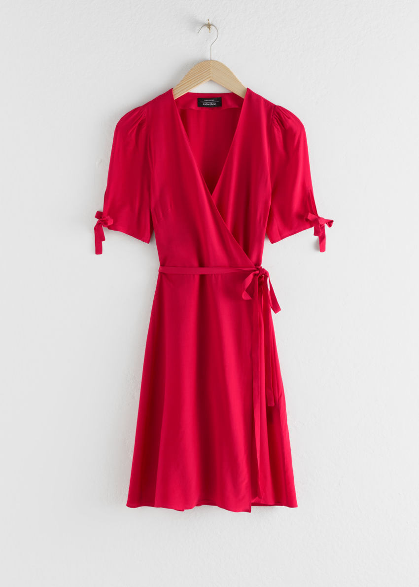 앤아더스토리즈 미니 랩 드레스의 레드컬러 Product입니다.