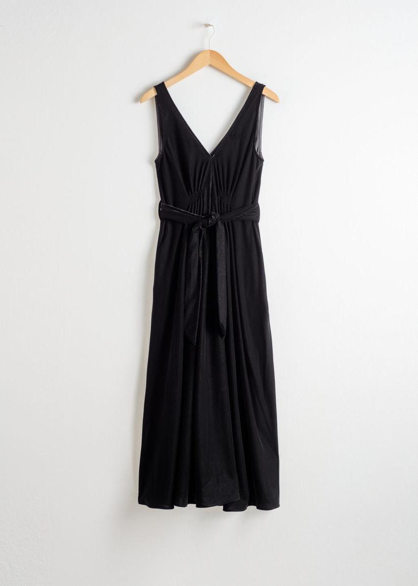 앤아더스토리즈 벨티드 벨벳 미디 드레스의 블랙컬러 Product입니다.