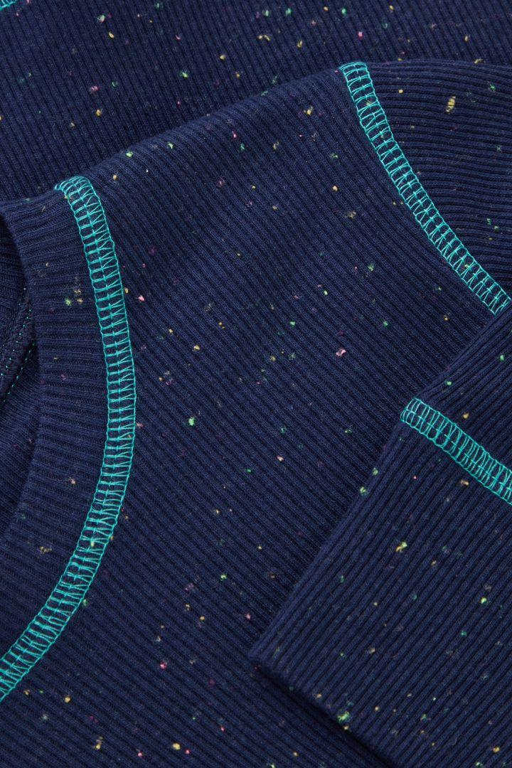 COS 오가닉 코튼 스티치 디테일 파자마 세트의 블루컬러 Detail입니다.