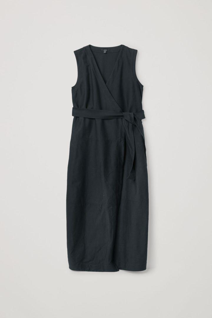 COS 코튼 믹스 벨티드 랩 드레스의 네이비컬러 Product입니다.